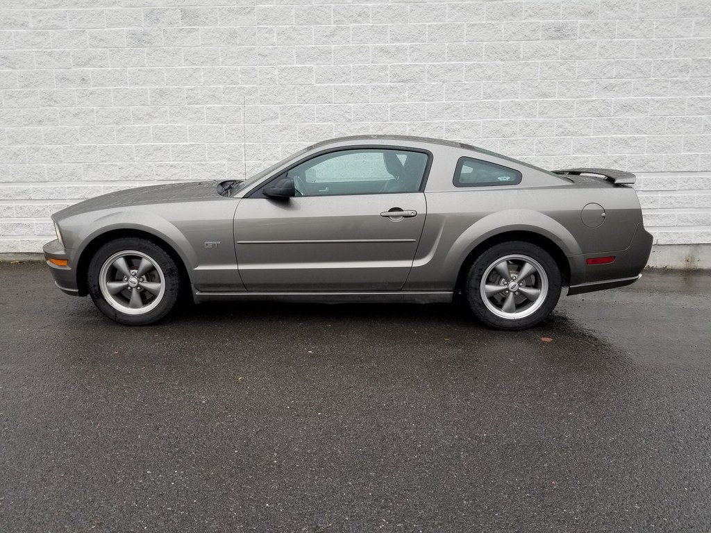 2005 ford mustang gt 2dr coupe kingston
